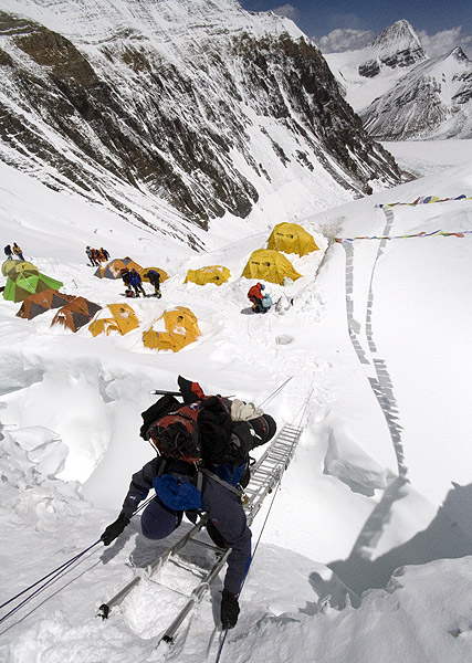 All-About-Mount-Everest-Fun-Facts-for-Kids-Image-of-a-Man-Climbing-the-Mount-Everest[1]