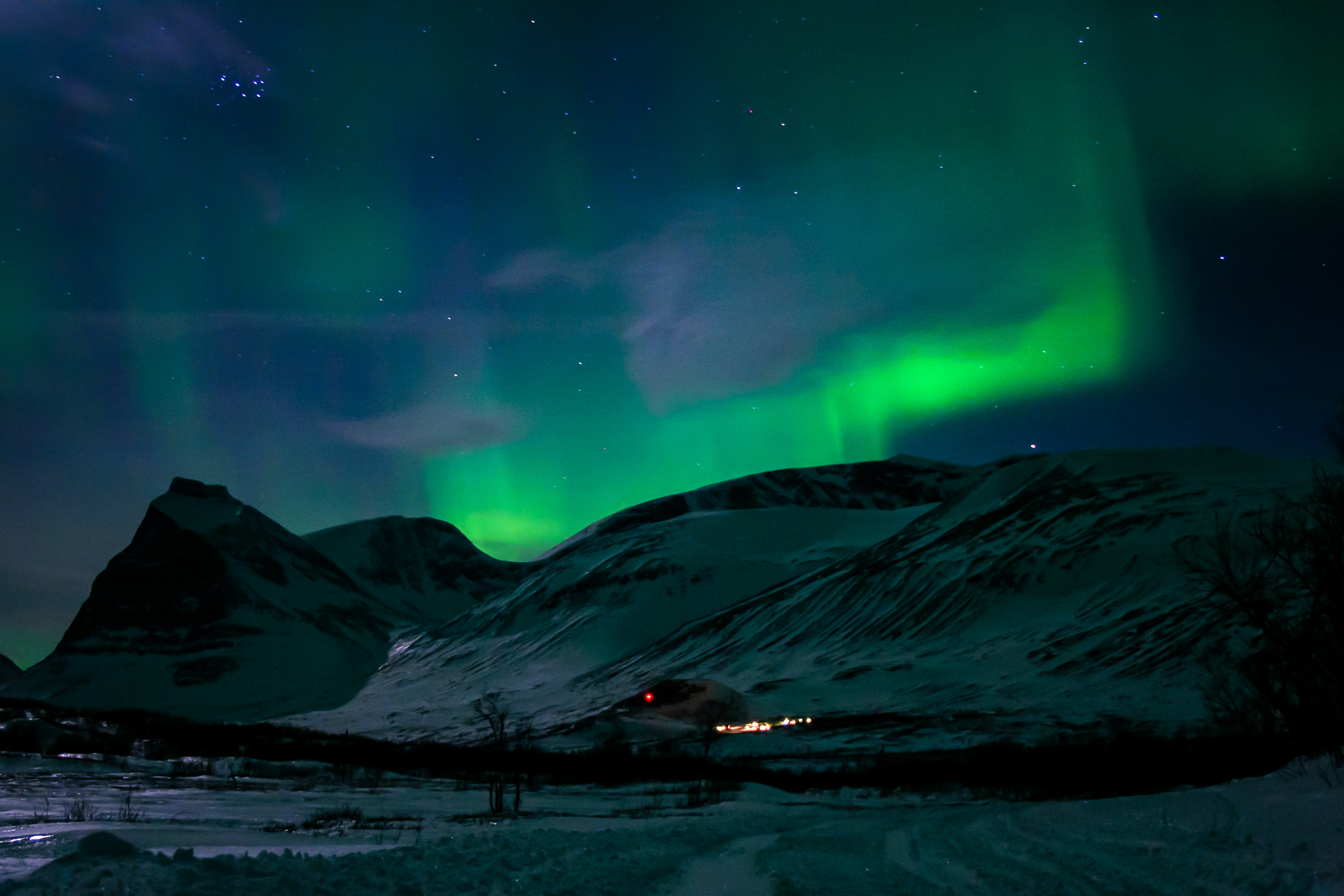 Northern lights over the Kebnekaise mountain lodge.